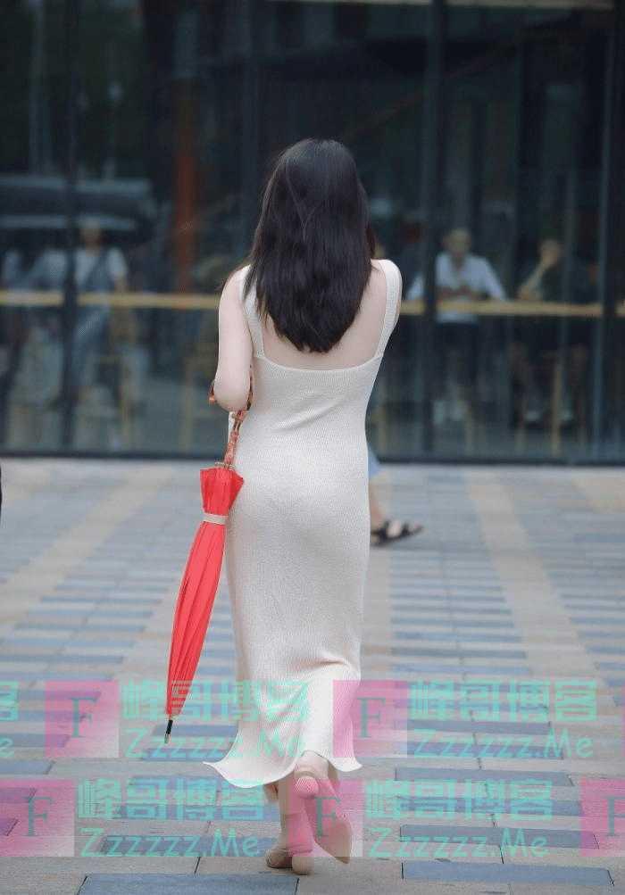 """街拍:成熟女人的优雅,是""""装""""不出来的!"""