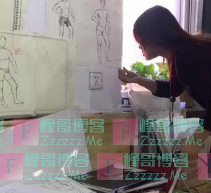 """美术生""""不务正业"""",画一张100元人民币放讲台,结果老师尴尬了"""