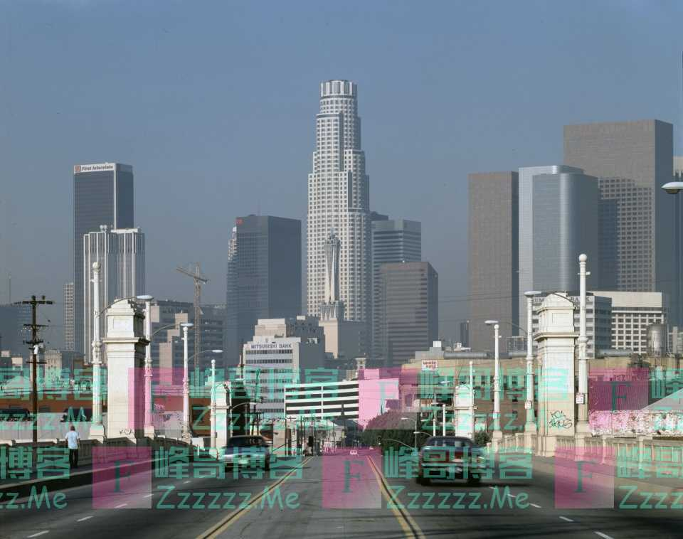 游戏迷最熟悉的高楼:能抗住8级地震,却在电影游戏中被毁数十次