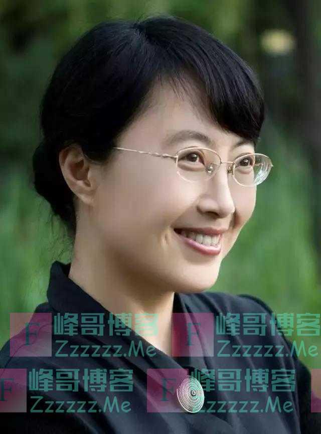 她是女性书家中的佼佼者,其书作有古香古韵,有自我,一枝独秀