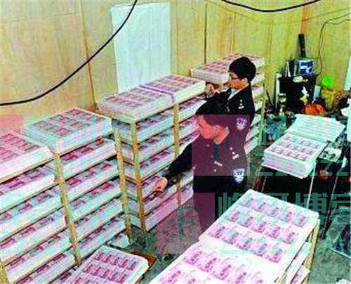"""他是""""假币教父"""",中国九成假币皆出自他手,因一个小漏洞被抓"""