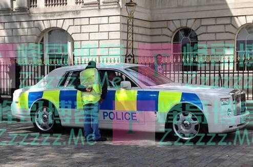 各国警车对比,英国用劳斯莱斯,迪拜用法拉利,中国:麻烦让一让