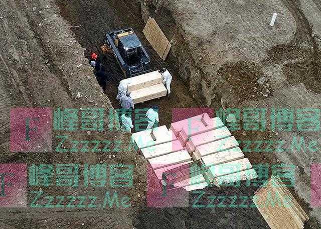 无人机拍下美国在无人荒岛挖坑埋尸,棺材密集排列,埋入狭长土沟