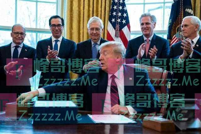 美媒:美国政府急着给穷人发支票,特朗普却要求先印上他名字