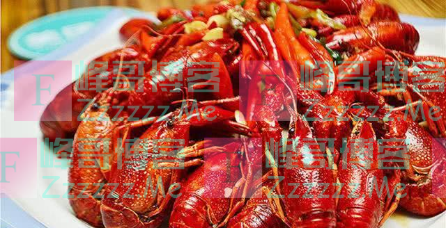 泰国人到中国吃龙虾,吃完两盆丢下50块钱就走,老板:你干嘛?