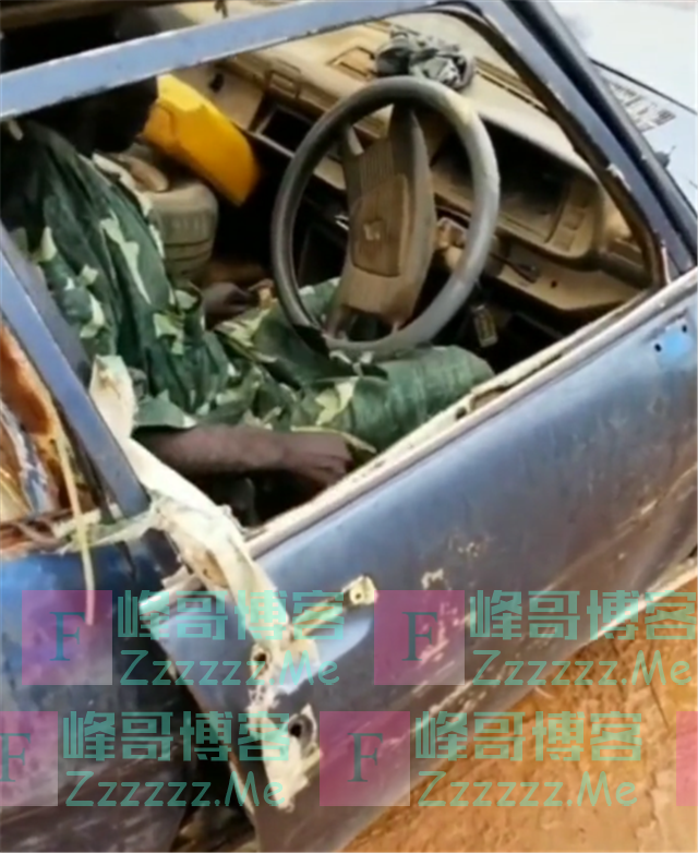 非洲某村长座驾,标志504皮卡,全车似报废车,车门还得用绳子绑