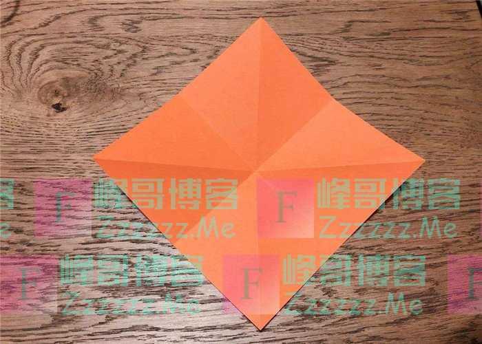 一张纸不能对折8次吗?有人为挑战吉尼斯,用操场大的纸尝试!