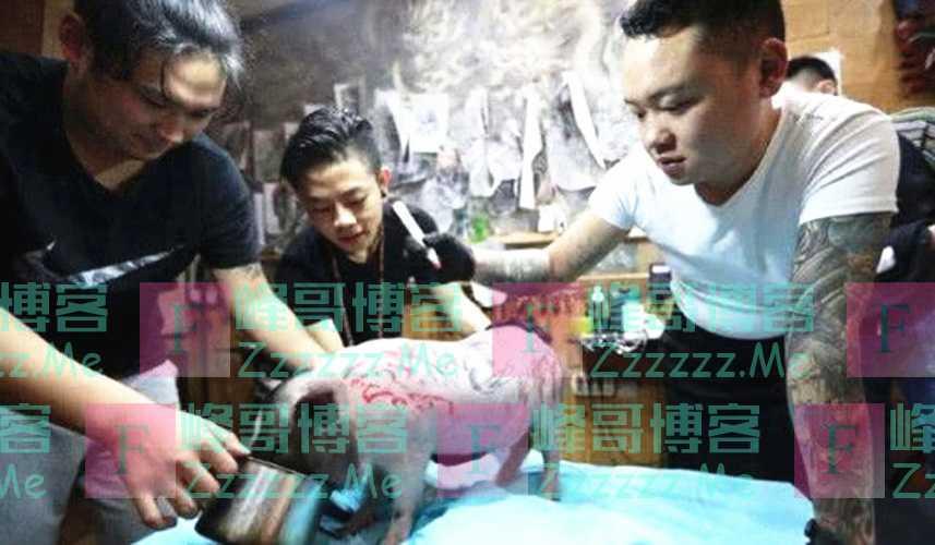 男子想给猪纹个纹身,于是去了纹身店,猪猪:我不是人但你真的狗