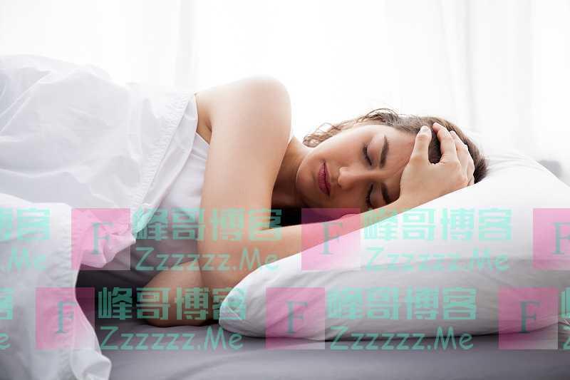 更年期失眠怎么办?专家:1东西放水里喝,夜里少梦,一觉到天亮
