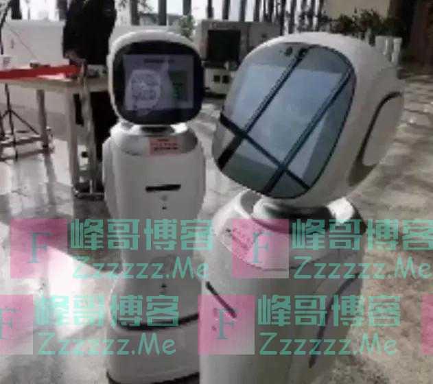 就在江西省图书馆!两个机器人吵起来了,还差点动手