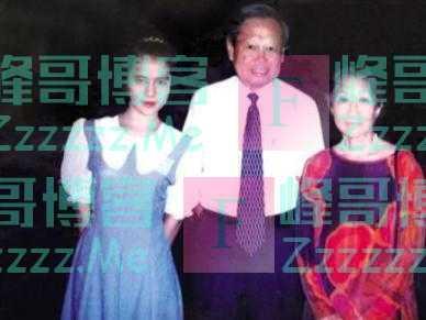 牵手16年,98岁的杨振宁允许女方改嫁,但财产要全部留给子女