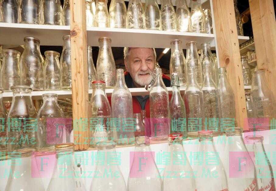 老人收集23000多个奶瓶 疫情期间全部清洗干净