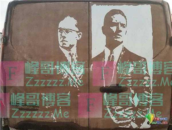 """现实版""""梵高"""" 国外男子在汽车污垢上作画"""