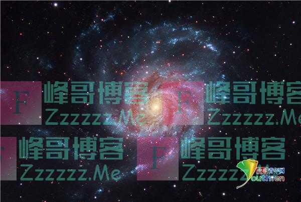 英国医生用望远镜捕捉200万光年远星系