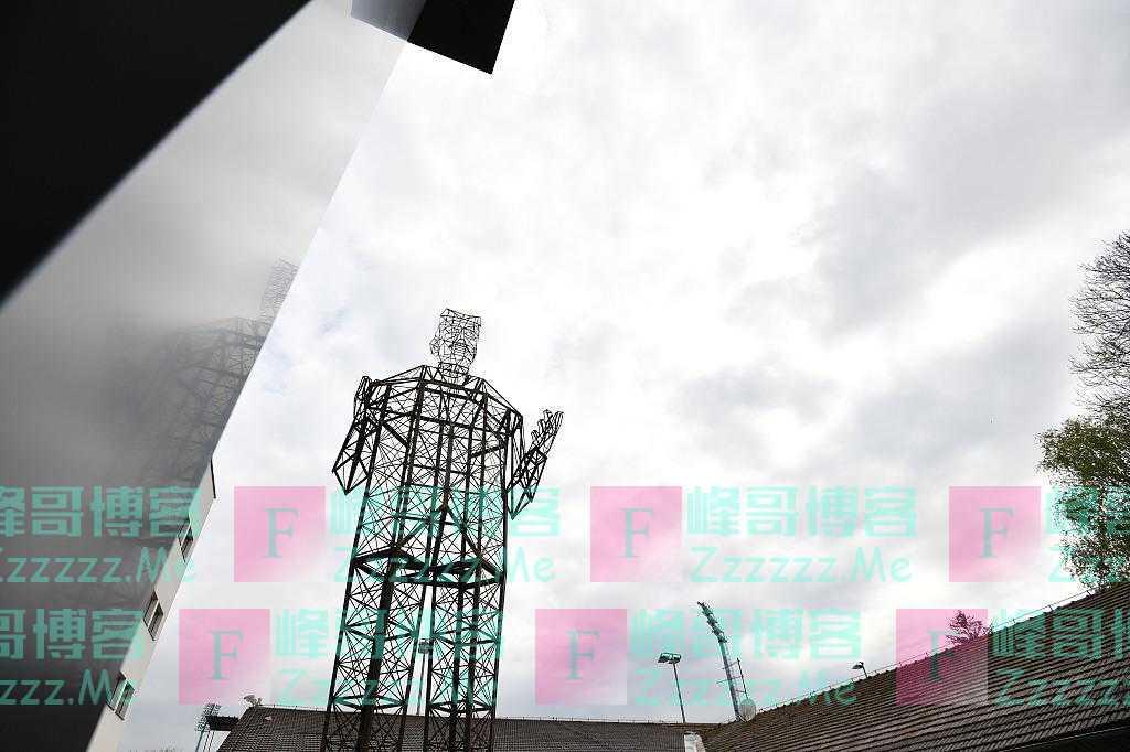 """克罗地亚:世界最大雕塑""""特斯拉电力线""""揭幕 致敬交流电之父"""