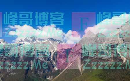 云南丽江:峰耸入云 壮美玉龙
