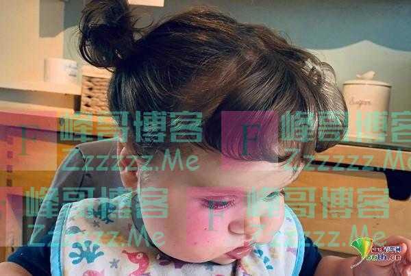 英国一岁宝宝头发浓密 比妈妈拥有更多美发产品