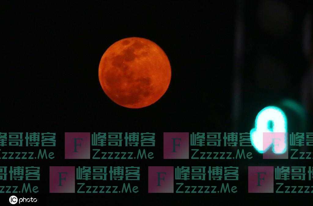 """今年首次""""超级月亮""""现身夜空"""