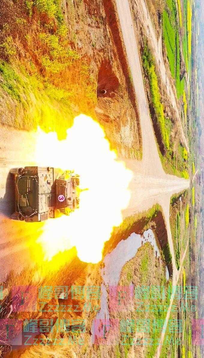 烎!感受轮式装甲突击车实弹射击超燃火力