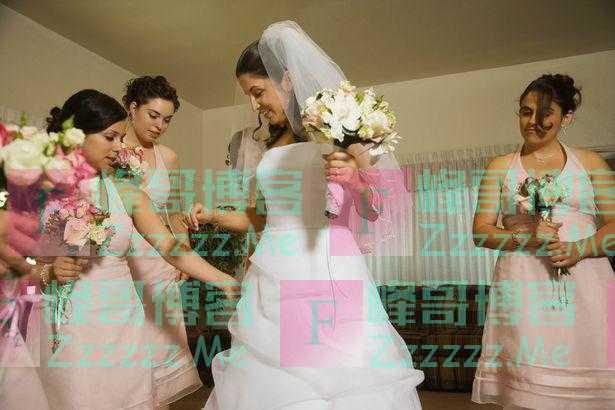 漂亮的烦恼 伴娘因妆后太漂亮被新娘要求素颜参加婚礼