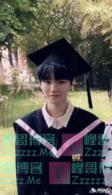 男帅女美!王俊凯关晓彤周也现身北电拍摄毕业照