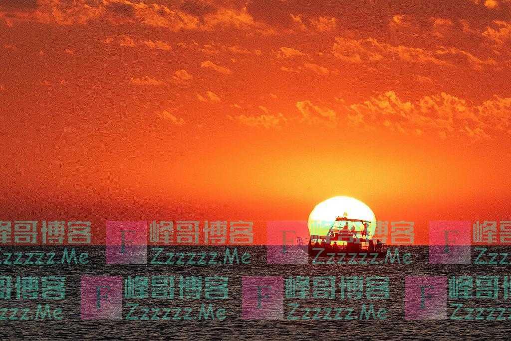 克罗地亚海港呈现惊艳落日美景