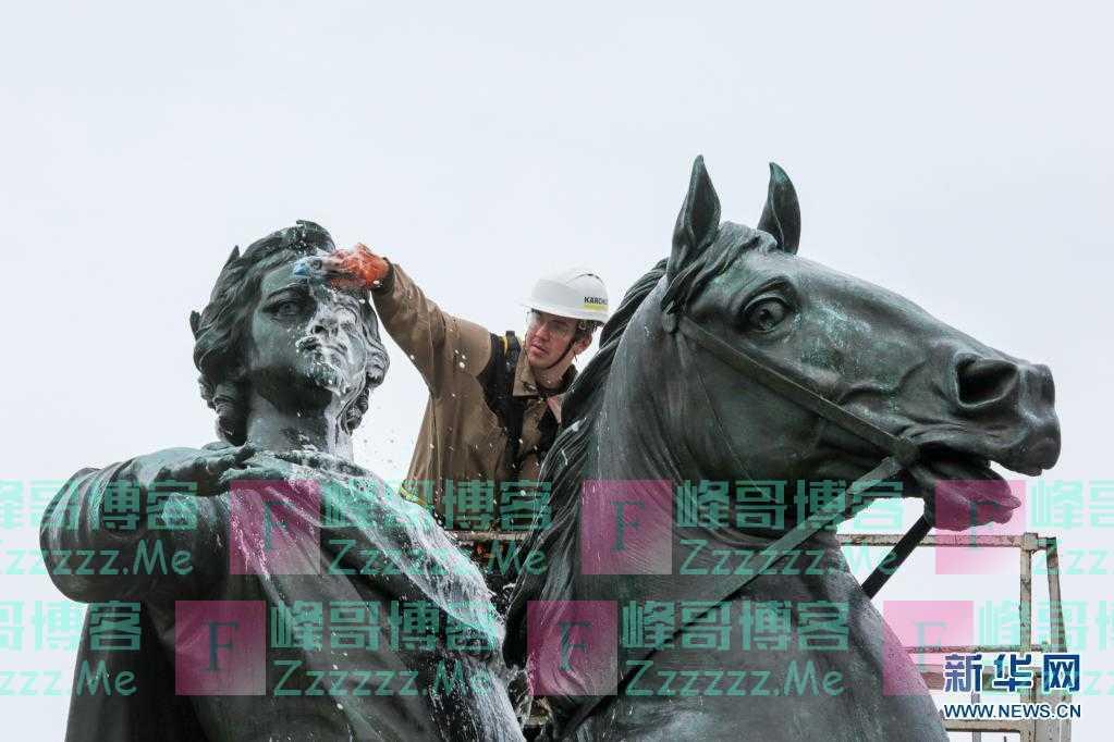 """圣彼得堡:清洁""""青铜骑士"""" 庆祝建城318周年"""
