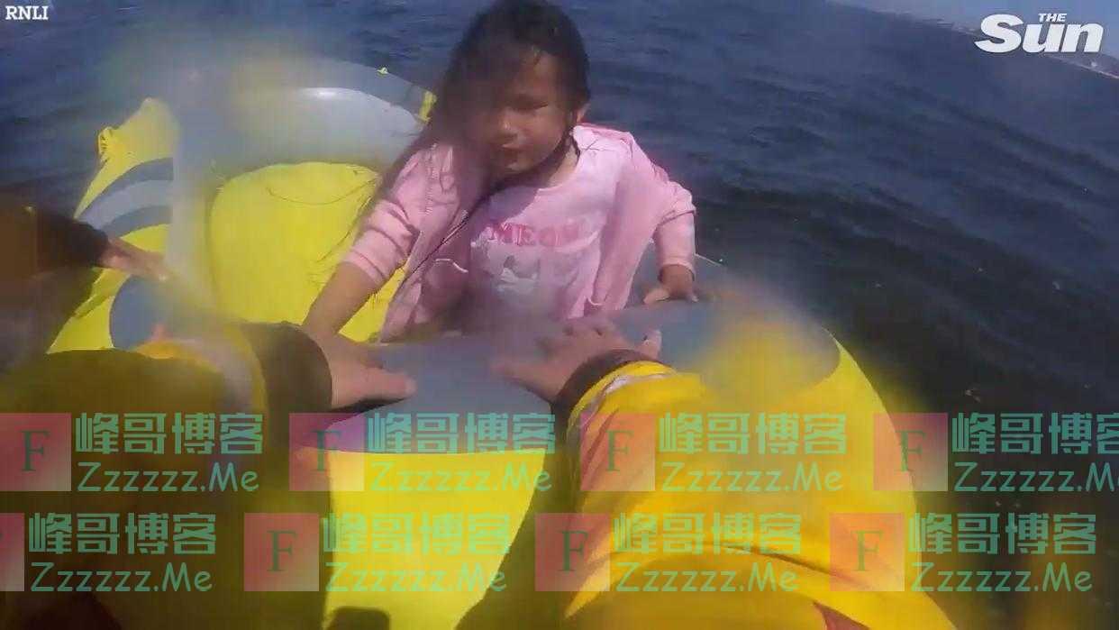 英国8岁小女孩坐皮划艇在海上独自漂流 被救时崩溃大哭