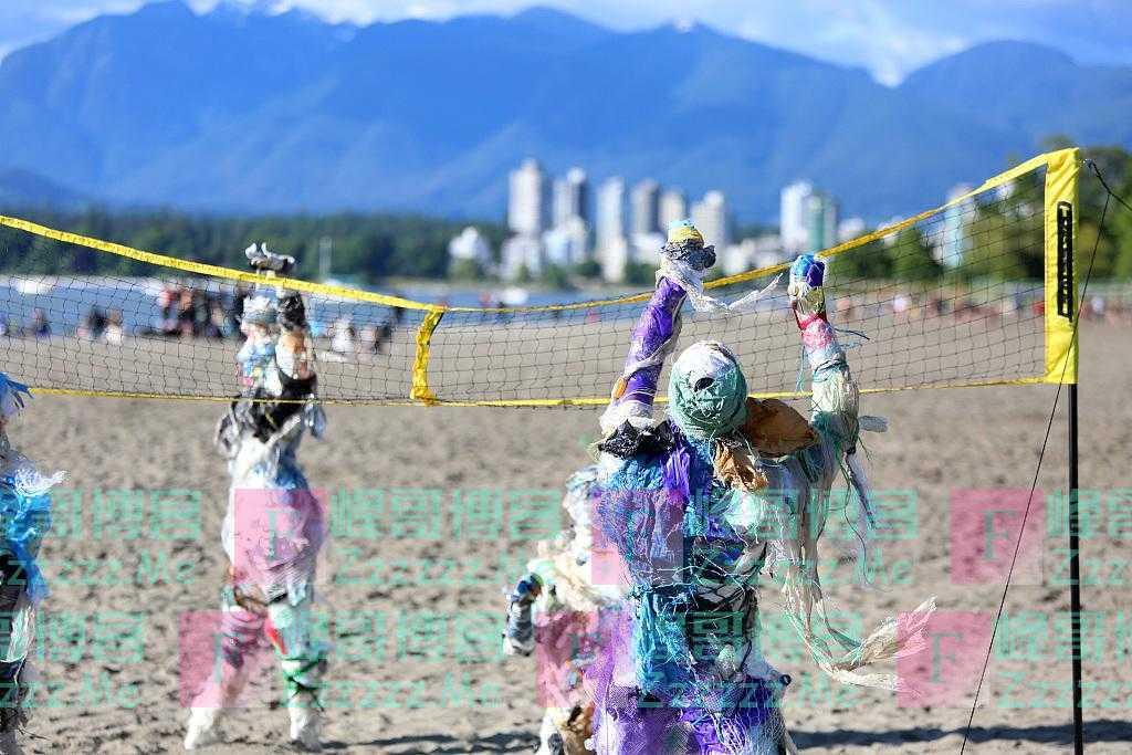 加拿大塑料假人亮相海滩 艺术家呼吁环保