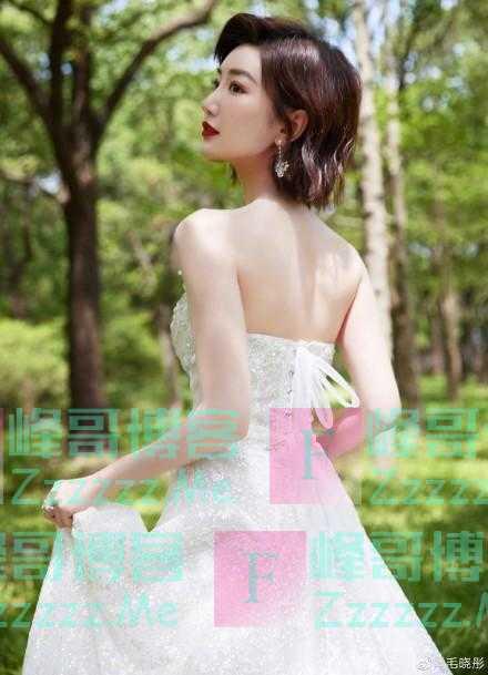 绝美!毛晓彤穿白色长裙甜美温柔