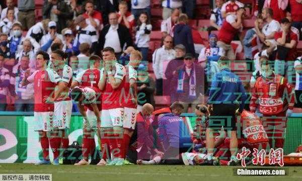 """欧洲杯催泪一幕!丹麦球员埃里克森突然倒地 队友为其筑起""""人墙""""守护"""