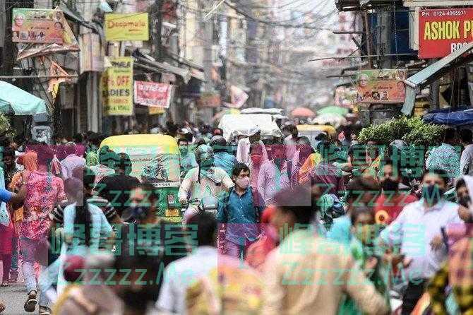 印度已经开始解封,一商场挤进近2万人,专家惊呆:是不是疯了