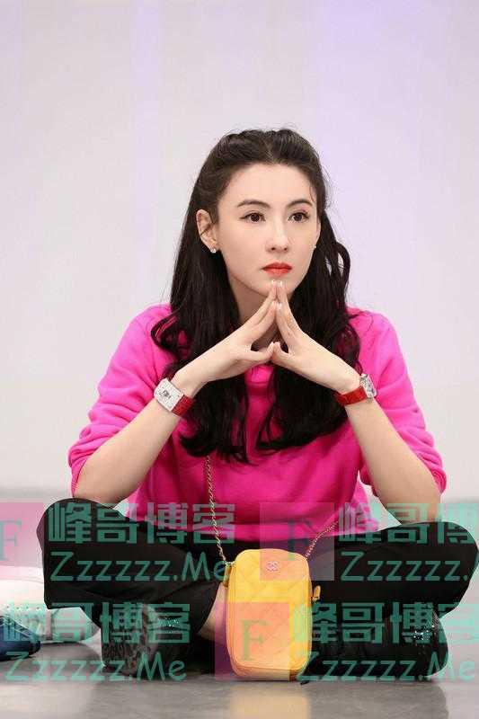 张柏芝玫红卫衣靓丽优雅 甜美笑容显迷人气质