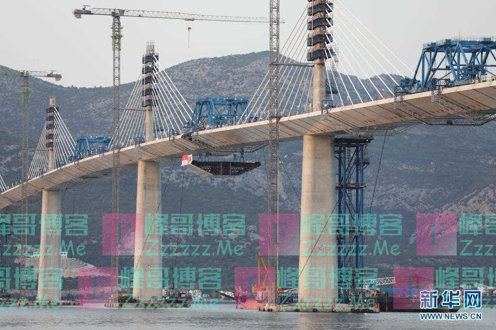 中企承建克罗地亚佩列沙茨跨海大桥成功合龙