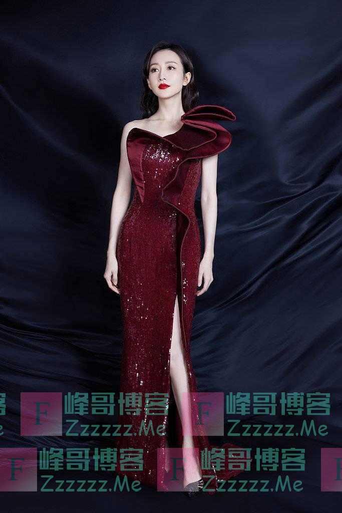 王鸥身着红色礼服裙 卷发造型更迷人!