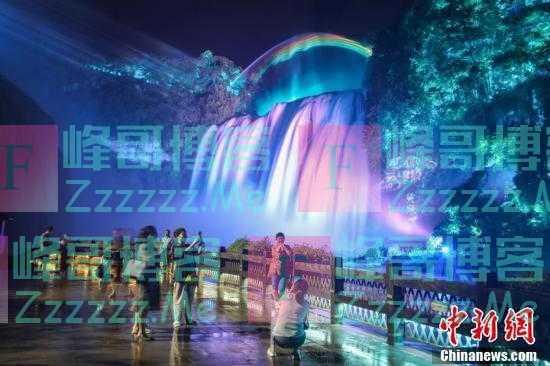 夜游贵州黄果树瀑布 流光溢彩又美又仙