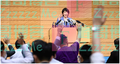 """日本自民党总裁候选人高市早苗被尖锐提问""""你是不是安倍晋三的傀儡?""""场面一度尴尬"""