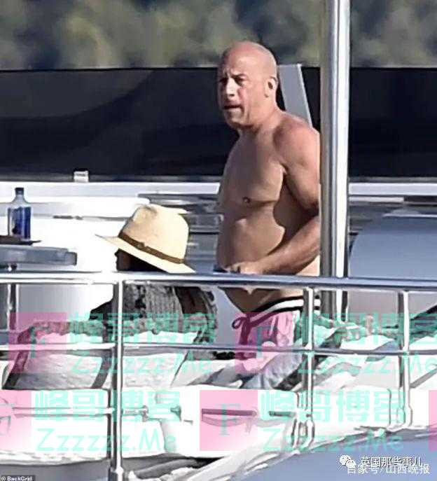 """53岁范迪塞尔海边度假被拍到大肚腩,英媒:""""肥胖与激情!"""""""