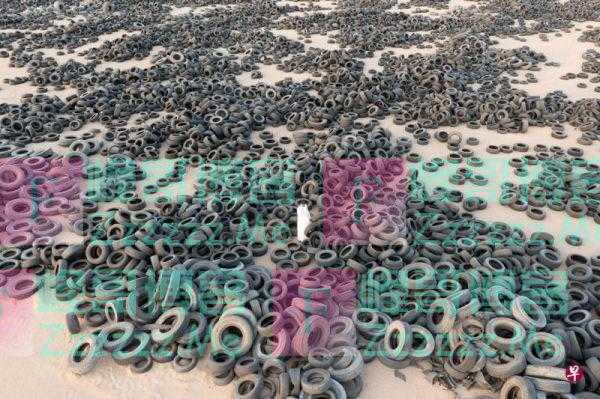 """4200多万个废旧轮胎""""扎堆""""停放?科威特清理巨型废胎场"""